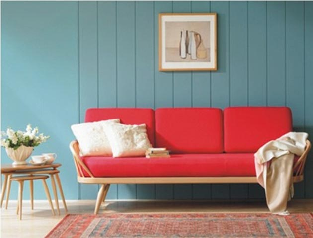 retro-red-sofa-blue-wall